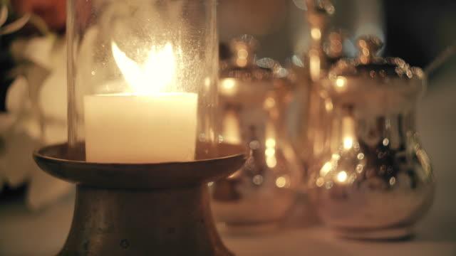 slo mo laterne dekoration zum abendessen - rustikal stock-videos und b-roll-filmmaterial