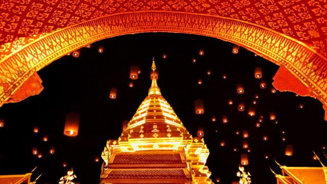 laterne fliegt über dem tempel - pagode stock-videos und b-roll-filmmaterial