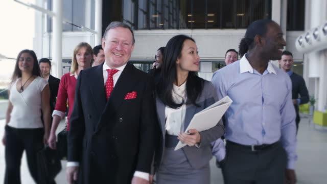 large business team smile into camera - formella kontorskläder bildbanksvideor och videomaterial från bakom kulisserna