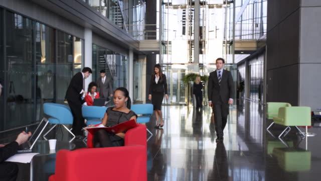 大きな金融オフィス - 旅行代理店点の映像素材/bロール