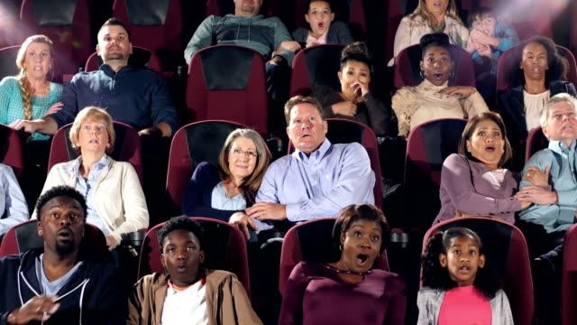 stor grupp människor i teater ser skrämmande film - fruktan bildbanksvideor och videomaterial från bakom kulisserna