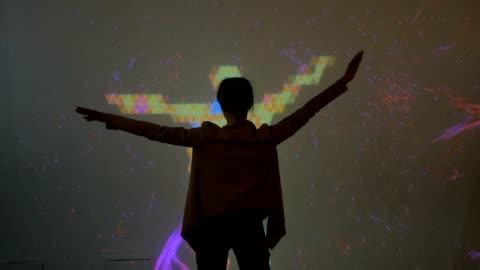 vídeos y material grabado en eventos de stock de experiencia de realidad aumentada de pantalla grande - experto