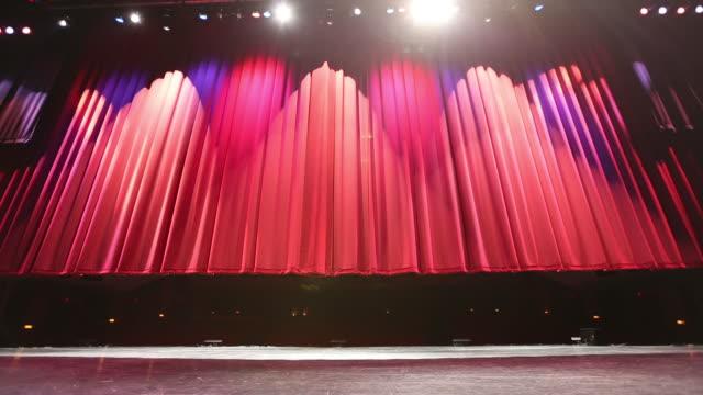 vídeos y material grabado en eventos de stock de gran teatro de la cortina de la etapa levanta todo el tiro - cortina