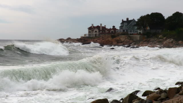 Large waves on the Massachusetts Coast video