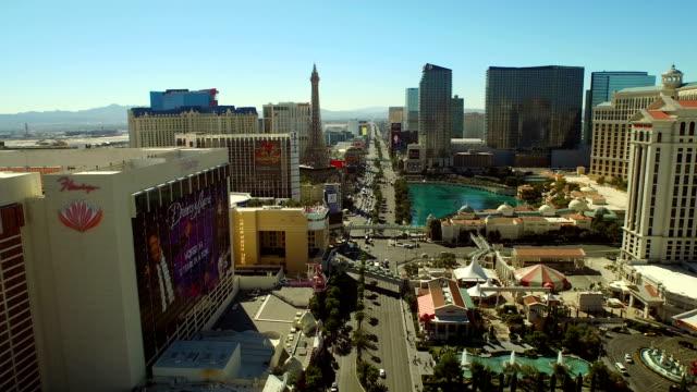 veduta aerea del paesaggio urbano strip di las vegas - las vegas video stock e b–roll