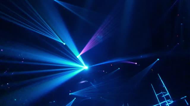 laser disco lights party with flashing at night - odbicie zjawisko świetlne filmów i materiałów b-roll