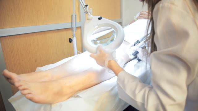 laser epilation for a young woman - depilacja filmów i materiałów b-roll