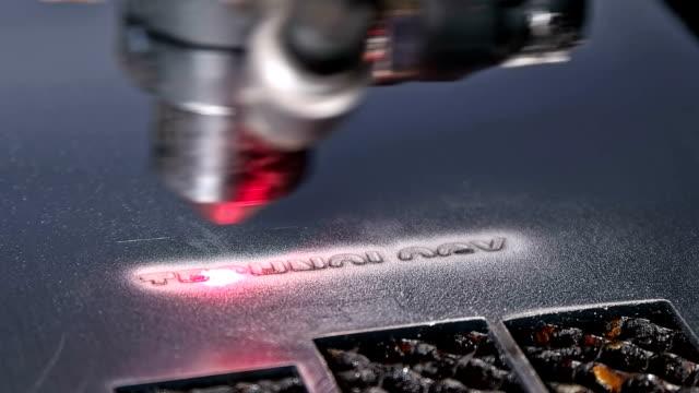 Laser machine makes engraving video