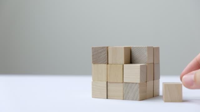 vídeos de stock e filmes b-roll de last missing piece wood cube to complete - bloco