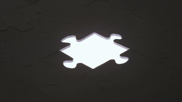 Letzte Stück puzzle mit silhouette light – Video