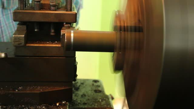 철강 절단 선반 기계 - 척 드릴 부속품 스톡 비디오 및 b-롤 화면