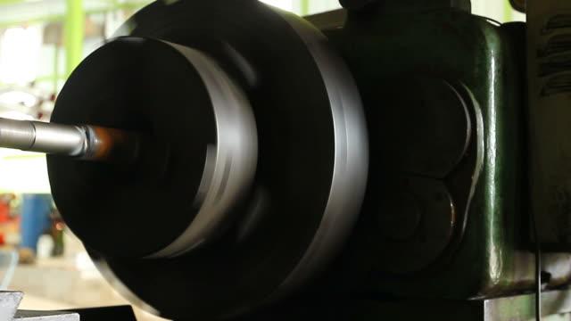 선반 작업 공장 - 척 드릴 부속품 스톡 비디오 및 b-롤 화면