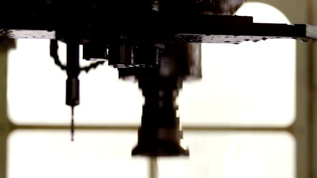 lathe working metal. close up. - нержавеющая сталь стоковые видео и кадры b-roll