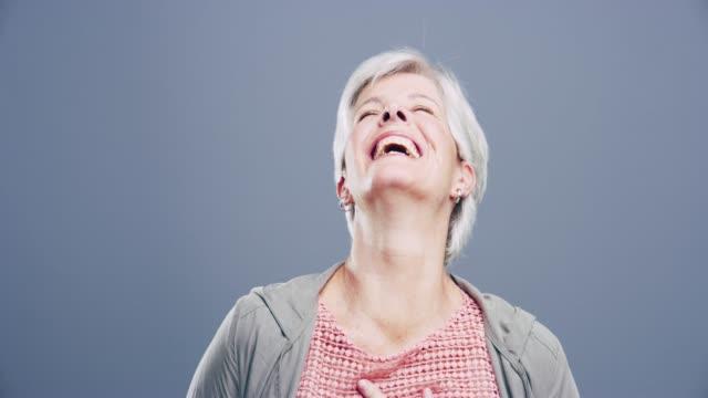 skratt håller hjärtat ungt - mature women studio grey hair bildbanksvideor och videomaterial från bakom kulisserna