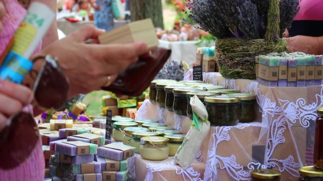 lavender festival. the street fair and the farms - мыло стоковые видео и кадры b-roll