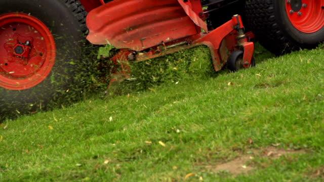 lawn mower, slow motion - gräsmatta odlad mark bildbanksvideor och videomaterial från bakom kulisserna
