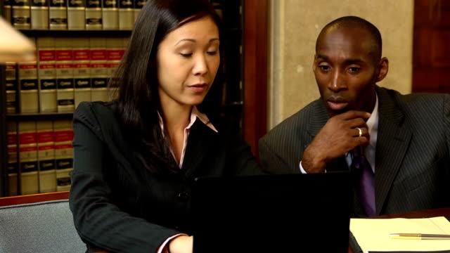 avvocati preparazione per la sperimentazione-verbo - sistema legale video stock e b–roll