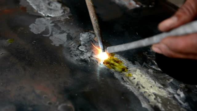 stockvideo's en b-roll-footage met lead welding - lood