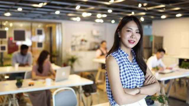 ビジネスを成功に導く - プロジェクトマネージャー点の映像素材/bロール