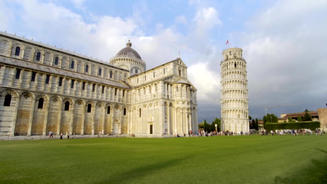 leaning tower, pisa, toskana, orta i̇talya, mucizeler meydanı, turistlerin cazibe, unesco, fullhd kubbe - pisa kulesi stok videoları ve detay görüntü çekimi