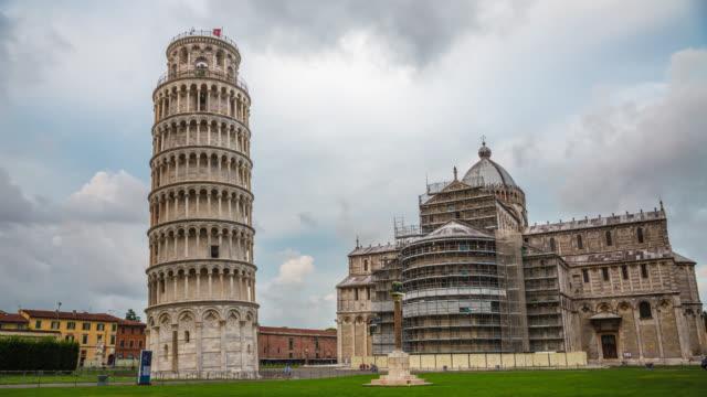 time lapse: leaning tower of pisa and cathedral - pisa kulesi stok videoları ve detay görüntü çekimi