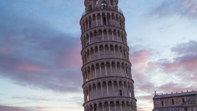 pisa kulesi-sunset time lapse - pisa kulesi stok videoları ve detay görüntü çekimi