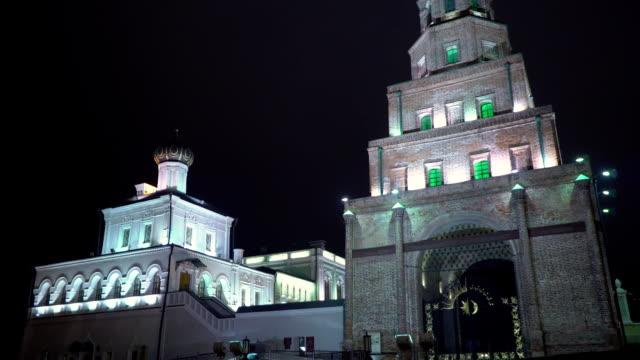 lutande tornet syuyumbike i kazan kreml på natten - kreml bildbanksvideor och videomaterial från bakom kulisserna
