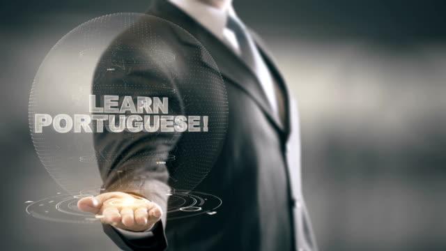 Apprenez portugais Hologram Concept Businessman Holding in Hand - Vidéo