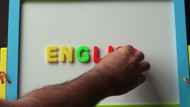 vídeos y material grabado en eventos de stock de aprendiendo concepto inglés - clase de escritura