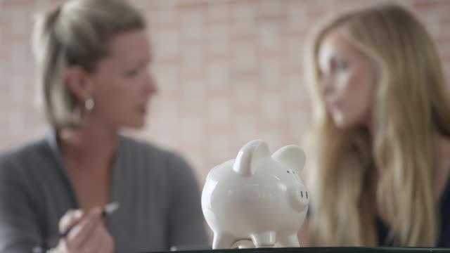 Apprendre comment économiser de l'argent - Vidéo