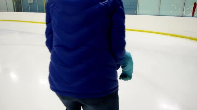 się na łyżwa figurowa - łyżwa filmów i materiałów b-roll