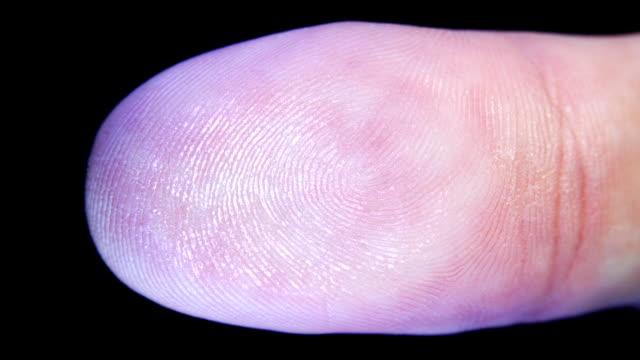 Leave a fingerprint on a transparent surface video