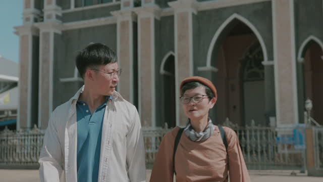 Leaving home,Mother and son enjoy traveling architecture-stock Video video