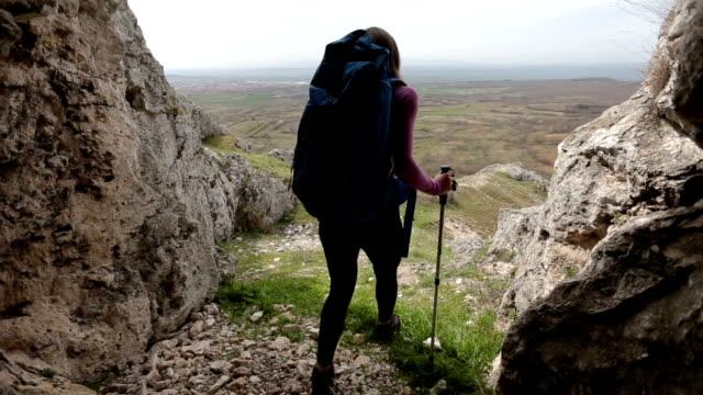 Salir de la cueva de la montaña - vídeo
