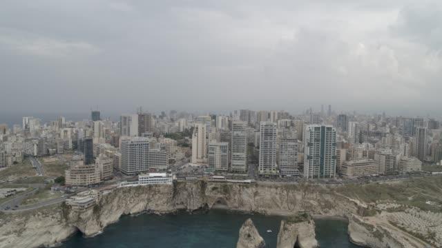 libanon - raouche (pigeon rocks) - luftaufnahme - beirut stock-videos und b-roll-filmmaterial