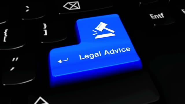 vídeos de stock, filmes e b-roll de movimento redondo do conselho legal no botão do teclado de computador. - assistente jurídico