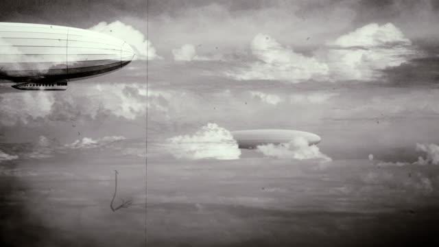 efsanevi büyük zeppelin zeplin gökyüzü üzerinde. siyah ve beyaz retro filmde, eski film. - zeplin stok videoları ve detay görüntü çekimi