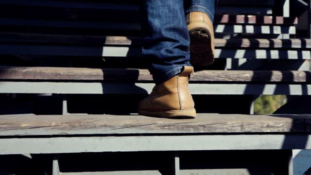 stockvideo's en b-roll-footage met benen van de man op trappen omhoog - ladder
