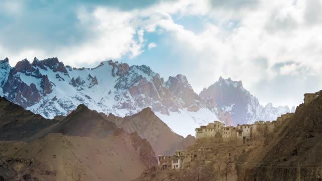 stockvideo's en b-roll-footage met leh stad met berg leh ladakh india - klooster
