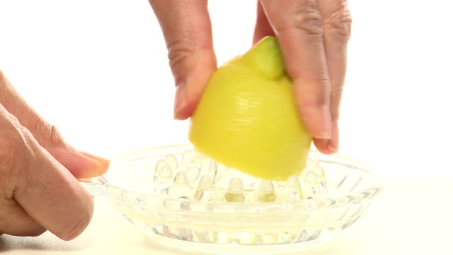 лимонный сжимать - лимонный сок стоковые видео и кадры b-roll