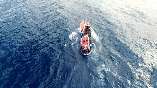 låt oss gå fiske - fiskebåt bildbanksvideor och videomaterial från bakom kulisserna