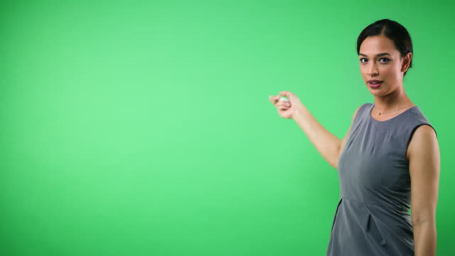 vídeos de stock e filmes b-roll de let's take a closer look - weatherman