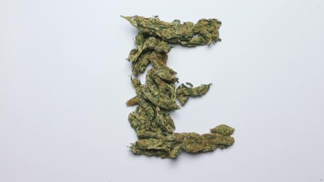 bokstaven e i det engelska alfabetet gjort av cannabis - e post bildbanksvideor och videomaterial från bakom kulisserna