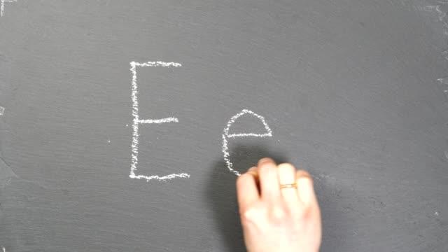 vidéos et rushes de lettre e - professeur(e)