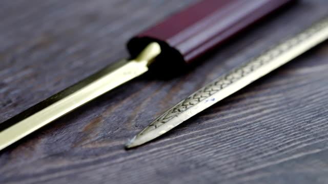 vídeos de stock e filmes b-roll de letter knives dolly shot - swiss army knife