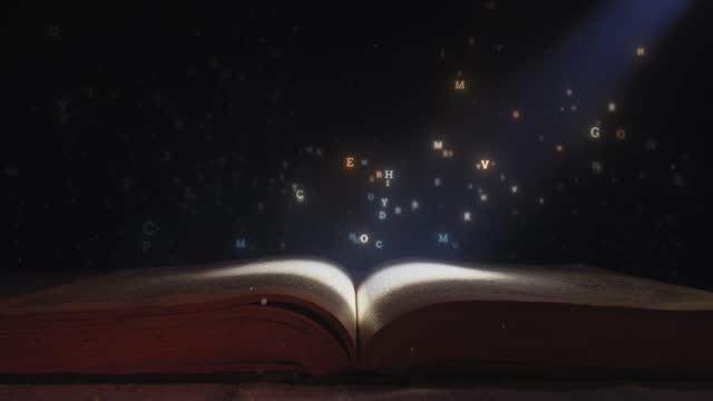 開いた本から飛び出す手紙 - 本点の映像素材/bロール