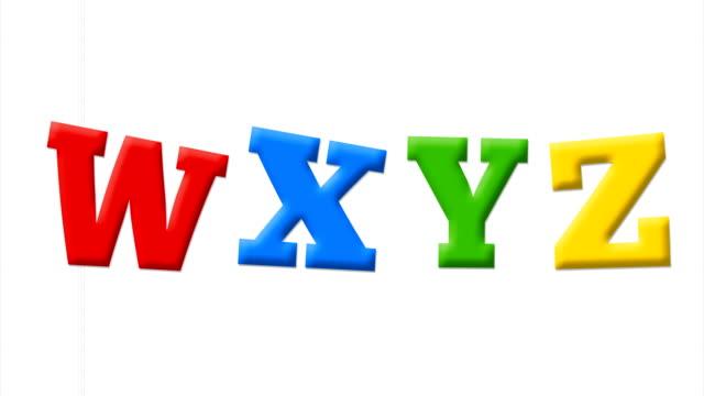Buchstaben W, X, Y, Z im lateinischen Alphabet auf einem weißen Notizbuch – Video