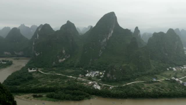 li river in guilin in yangshou contry-hd-videos - provinz guangxi stock-videos und b-roll-filmmaterial