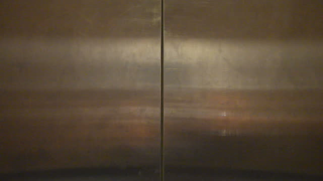ascensore aperta - ascensore video stock e b–roll