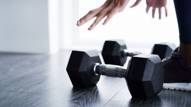 lift yourself to new strengths - вес стоковые видео и кадры b-roll